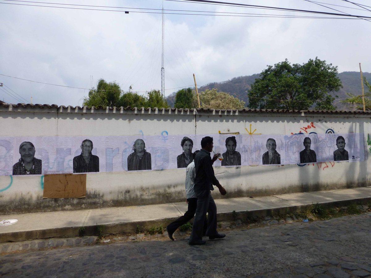 Mayan Families Mounts a PhotoExhibit